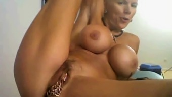 perverted granny on cam, with several correlates on top of her clit...