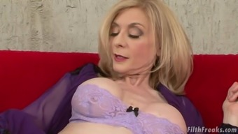 Senior lady Nina Hartley is fascinated about a hunk's fat lift