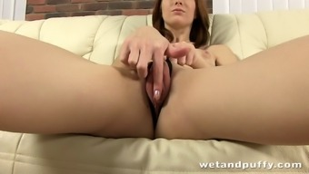 Interesting solo version loving an extreme pussy toying workout