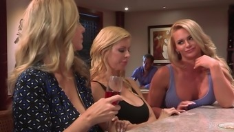 Maya Kendrick fucked by unquenchable blonde lesbian Phoenix Marie