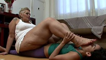 Substantial excess weight brown milf by using a path fixation gets pleasured