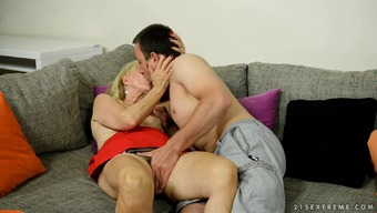 Granny gets her wrlinkel old pussy throbbed like sore