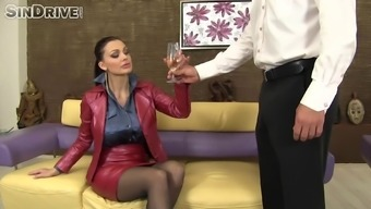 Stunning MILF along with ripe oiled right up titties gets twice utilized