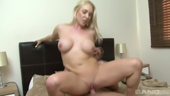 Big tits girl Victoria Summers treasures bouncing throughout the dick