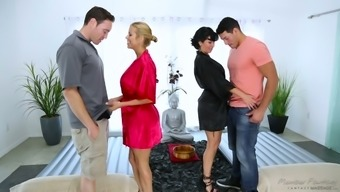 Bad MILF Veronica Avluv is for that reason into wild synchronous fuck in rubdown parlor