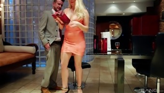 Attracting a blond milf Victoria The hot season and grueling her crimson