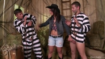 Threesome with the use of awesome Samia Duarte that is with her slutty knees