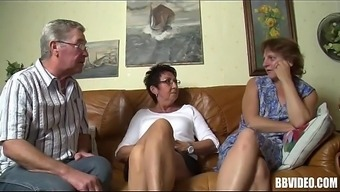 Bisexual The german language MILFs Fuck in Threesome