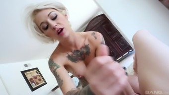 Fascinating Kleio Valentien gets to shock a lift upon the floor