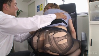 Ripping up her greater pantyhose while fucking the secretary