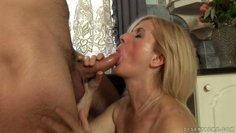 Dissolute blonde granny Jennyfer face fucks luscious challenging lift associated with a naughty bf