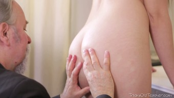 Abandoned 86 years of age man licks pussy of his bonny dark girlie stingily
