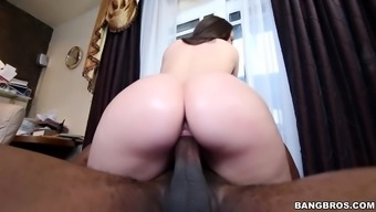 Lola Foxx is ready for addict cock
