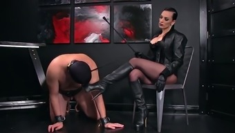 Femdomlady and Bootlicking Males Slave