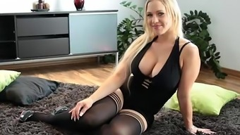 Warm Brown Dildos Herself to Squirts Like Torment - 365cams.internet