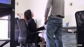 Really stunning business office slut from Japan Ritsuko Tachibana gives great BJ