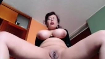 Big tits Housewife Liza toying dwell in your own home