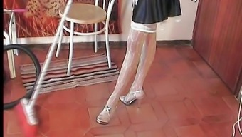 Beautiful maid in attractive stockings spas her ft in close up restrain